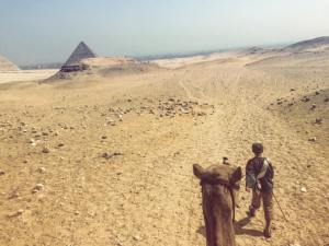 123_egypt_pyamid_boy